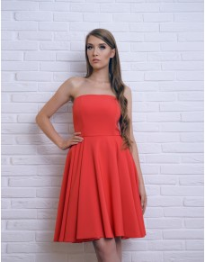 Rozkloszowana sukienka z gorsetową górą