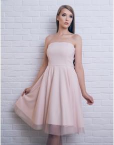 Rozkloszowana sukienka w kolorze pudrowego różu z delikatnym tiulem
