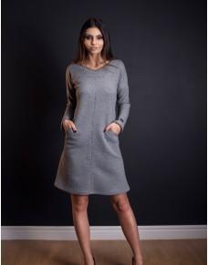 Ciepła sukienka z pikowanej dzianiny z kieszeniami
