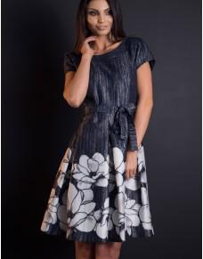 Żakardowa sukienka z paskiem w piękne kwiaty